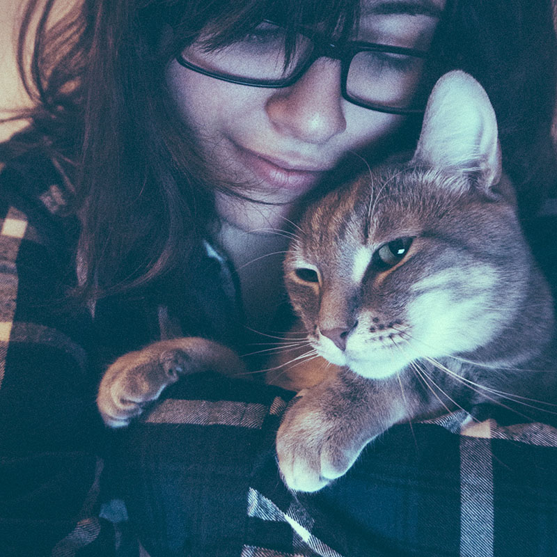 cat-posing-with-human-girl-cute