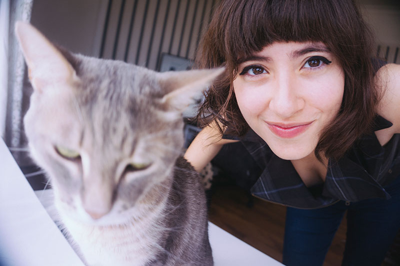 how-to-take-cute-pictures-with-your-cat-selfies
