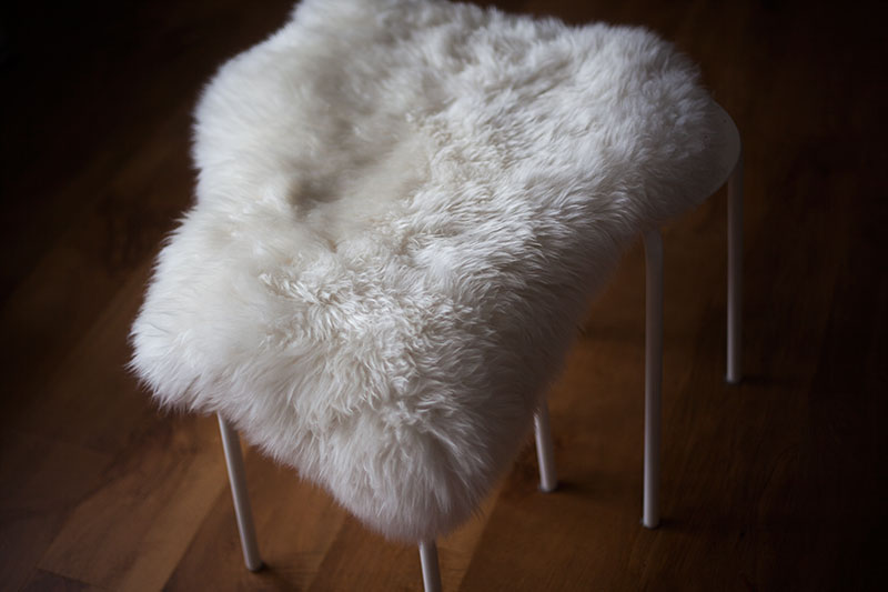 cat-seat-hack-diy-ikea-marius-stool-rens-sheepskin