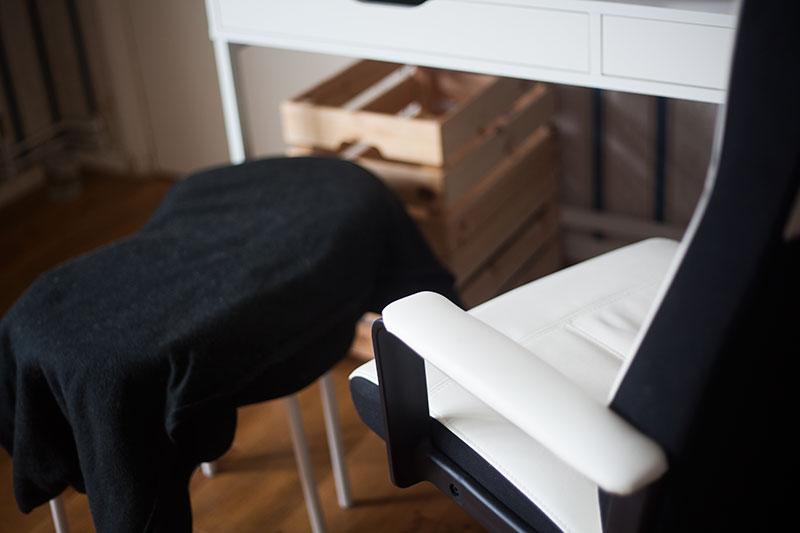blanket-cat-seat-diy-ikea-marius-stools